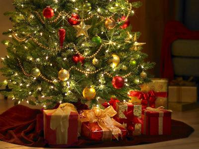 christmas_tree_and_gifts