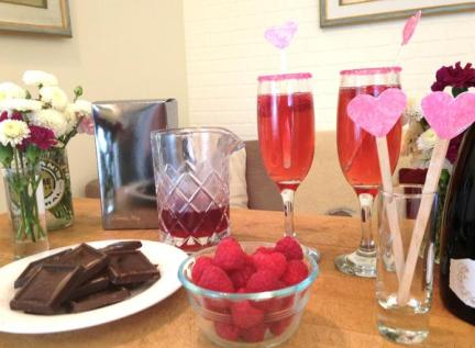 2015-02-05_kiss-valentines-day-girls-celebration-table-chocolates